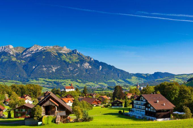 w-dog-alpes-alpen-switzerland-alps-switzerland-mountain-hills-summer-nature-green-tree-houses-house-landscape